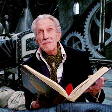 ∫ Vincent Price as Edward's father in Tim Burton's Edward Scissorhands.  This would be his last featured film appearance before his death.  (Pinterest)