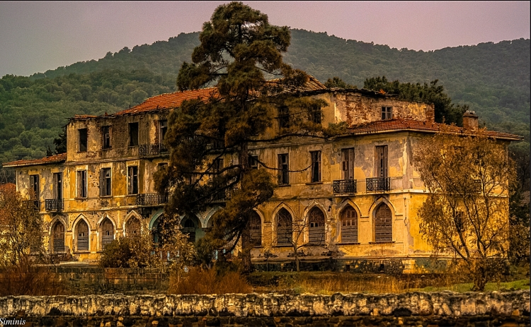 The famous hotel Sarlitza at Loutropoli Thermis village some kilometers north of Mytilene town. The hotel was built in 1909 and closed its doors in 1982. Situated in a beautiful setting distinguished by its architecture and the services offered to its clients. Among these were the thermal baths from the hot springs of Thermi village. After the liberation of Mytilene in 1912, the hotel hosts Eleftherios Venizelos, Rear Admiral Paul Kountouriotis and other important personalities of the time, remaining a reference point in the region. In the Asia Minor Catastrophe, hotel and thermal baths pass to the Greek State and then, in 1925, to the National Bank. This photo of hotel Sarlitza was taken during a recent journey to the homeland. Courtesy Charalambos Siminis (Flikr)
