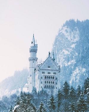 Heavy snow storm at castle Neuschwanstein. Happy new year © Jannik Obenhoff