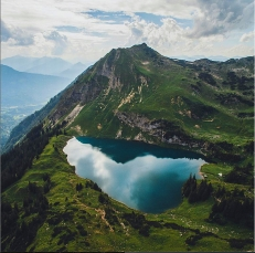 View on lake Seealpsee © Jannik Obenhoff