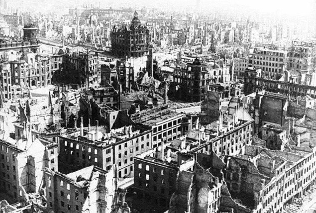 the-ruins-of-dresden-1945-2