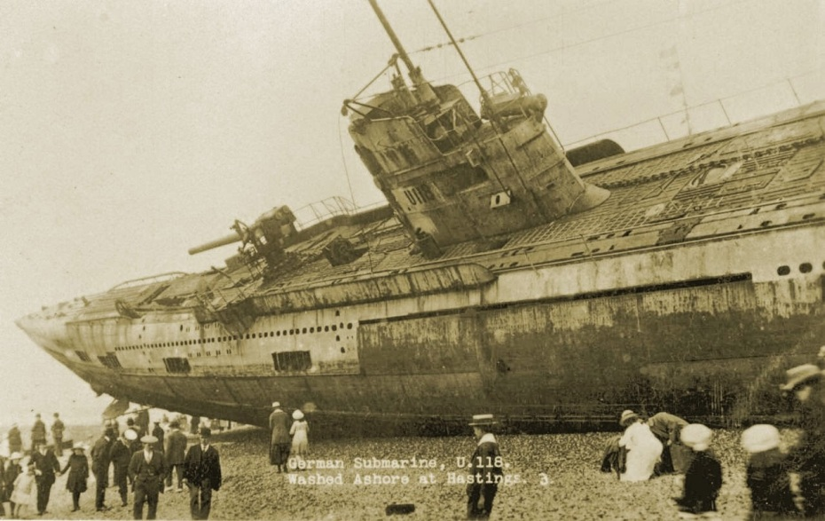 u-118-a-world-war-one-submarine-washed-ashore-on-the-beach-at-hastings-england-1